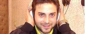 بابک جهانبخش، مجتبی کبیری، حمید خندان و علی عبدالمالکی سرود استقلال را میخوانند