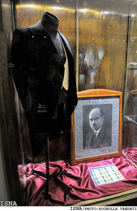 رونمایی از وسایل شخصی علينقی وزيری در موزه موسيقي
